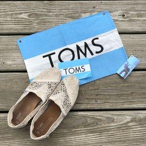 TOMS - Tan Crochet Lace